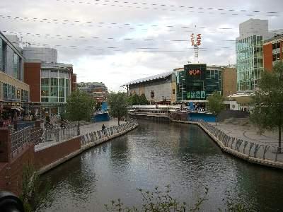 THE ORACLE の中を流れる運河