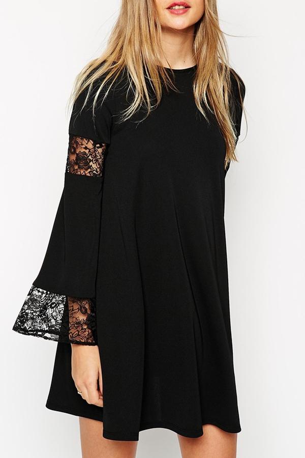 Krótka sukienka z koronkami w stylu boho
