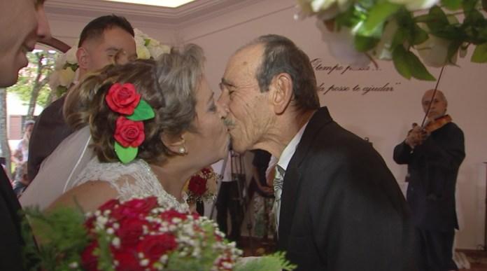 Casal de idosos se casa após ficar 48 anos separados, em Itapetininga (Foto: Lucas Cerejo/TV TEM)