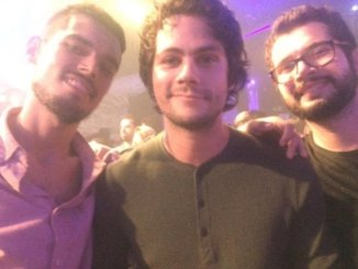 Dylan O'Brien tirou foto com quem pediu na Festa Lunática (fonte: Twitter)