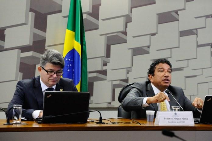 Relator da CPI, senador José Medeiros (E), e o presidente da comissão, senador Magno Malta. Foto: Marcos Oliveira/Agência Senado
