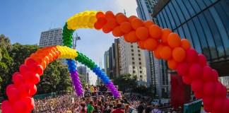 Com um público estimado em 4 milhões de pessoas, a Parada do Orgulho LGBT+ de São Paulo é o segundo evento que mais atrai turistas para a cidade gay