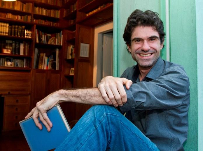 Paulo Stucchi é jornalista e psicanalista. Formou-se em Comunicação Social pela Unesp Bauru.