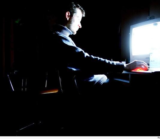 O ofendido narrou que foi vítima de ataques por meio da rede social Blogspot, na qual foram propagados conteúdos caluniosos, difamatórios e injuriosos sobre ele