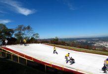Próximo à capital paulista, Ski Mountain Park é ideal para unir a família com diversão e atrações como Ski, Snowboard, Tirolesa, Arco e Flecha, entre outros.