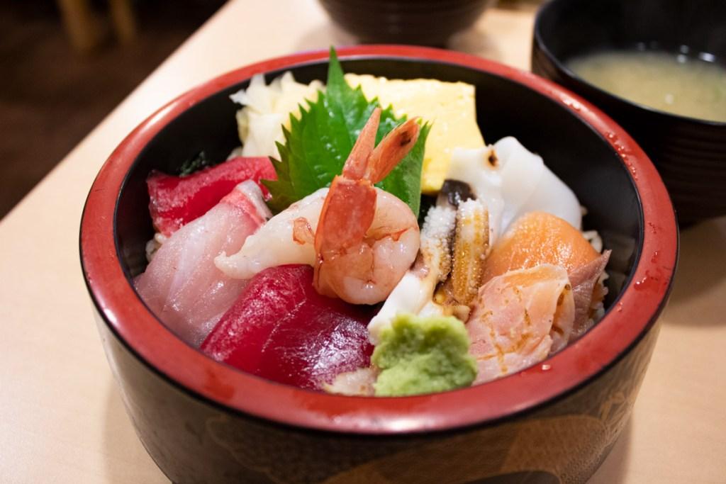 50 souvenirs du Japon - Maanger des sushis au marché au poissons de Tsukiji