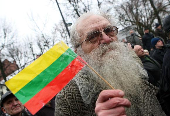 Eriko Ovčarenko/15min.lt nuotr. / Senukas su vėliava