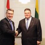 Užsienio reikalų ministras su Nyderlandų ir Čekijos ambasadoriais aptarė dvišalius ryšius