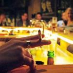 Daugybė barų ir klubų ignoruoja draudimą rūkyti