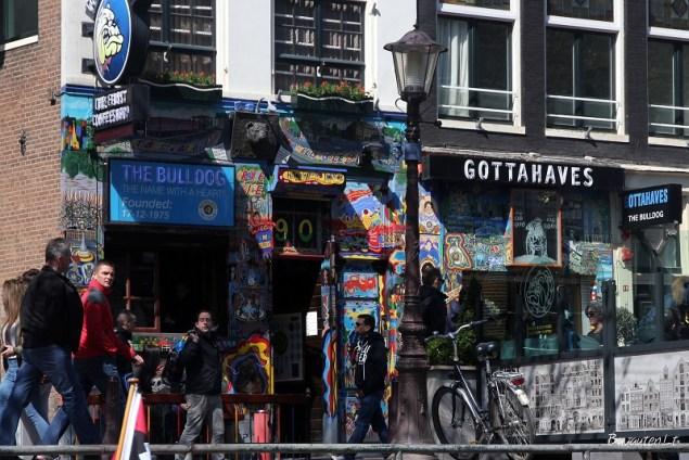 """""""The Bulldog"""" – istorinė, pirmoji Amsterdamo """"kavinukė"""", įkurta 1975 m."""