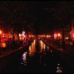 Nuo turistų dūstantis Amsterdamas mėgins riboti jų skaičių