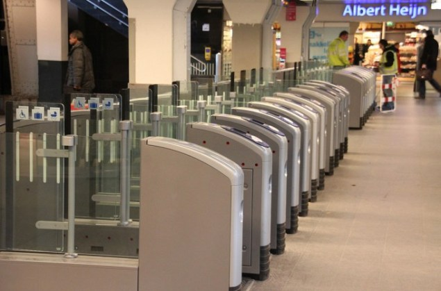 station-turnstiles-gates-ov-chipkaart