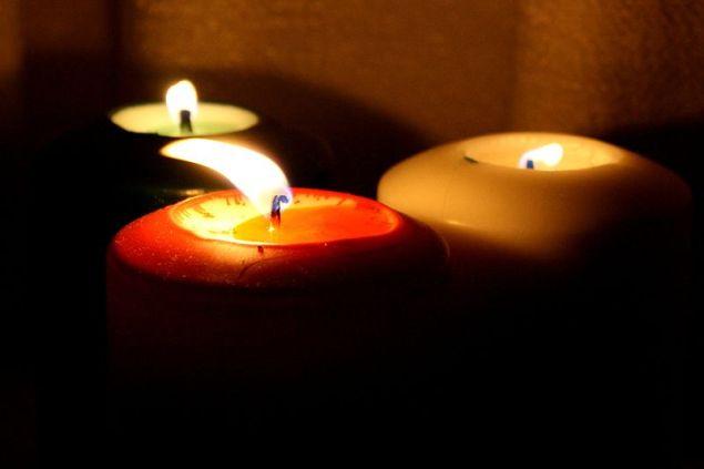 800px-Burning_candle