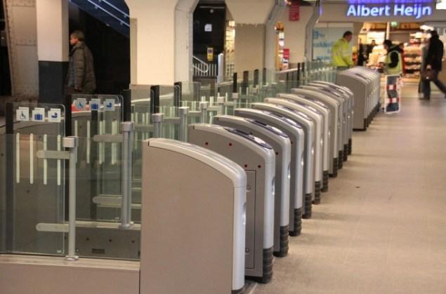 station-turnstiles-gates-ov-chipkaart
