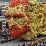 Gėlių paradas: Sekso pozos, Vincento Van Gogho galvos ir kita