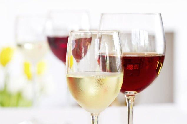 Fotolia nuotr. / Vyno taurės