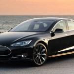 """Olandijos kelių saugos specialistai sunerimę dėl """"Tesla"""" savarankiško vairavimo sistemos"""