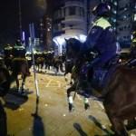 Olandų policija vandens patrankomis ir raitosiomis pajėgomis vaikė turkų mitingą