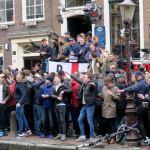 Anglų sirgaliai siaubė Amsterdamą ir alaus buteliais apmėtė policininkus