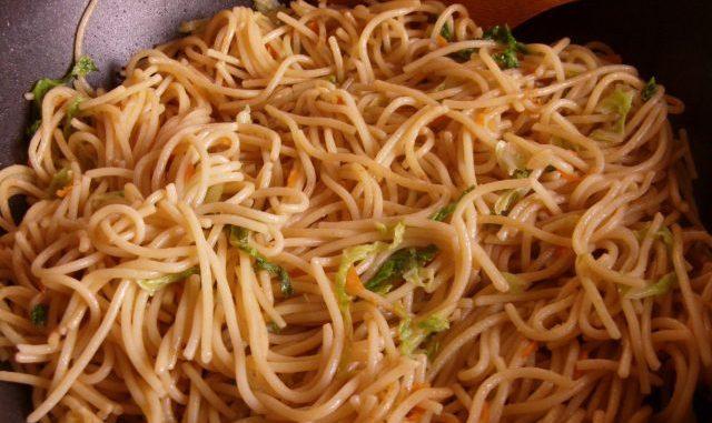 kínai büfés tészta, kínai zöldséges tészta, pirított tészta
