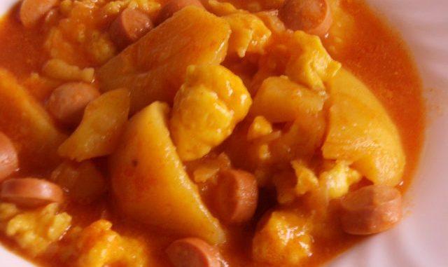 paprikás krumpli bográcsban, hússal, kolbásszal, virsivel, galuskával, csipetkével, paprikáskrumpli