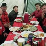 Facce soffertenti nella tenda mensa del Barranco Camp (3950 m)