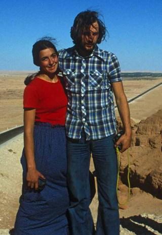 Luisa e Heinz in viaggio nel Sahara con Almo Giambisi e Pierluigi Bini (1979, ph. A. Giambisi)