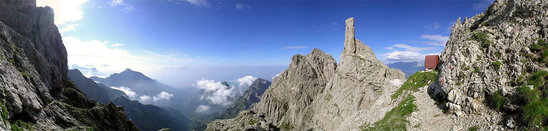 La Gusela e il bivacco Dalla Bernardina, 2320 mt. (ph. Renato Bortot www.bellunovirtuale.com)