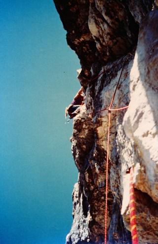 Manolo sulla Cassin, spigolo sud-est della Torre Trieste, 1977