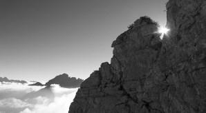 4. Dietro l'avancorpo di Cima Larga appare il gruppo della Schiara (©loris de barba)