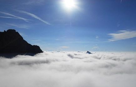 Dalla Zacchi verso Sud, spunta la cima del Serva