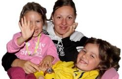 Sara con i suoi due bambini