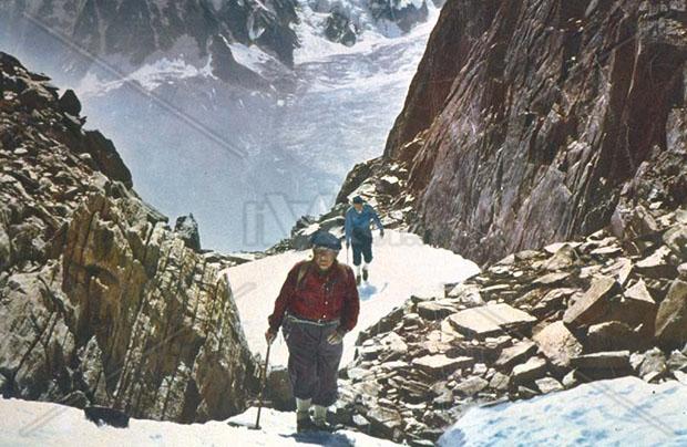 """La guida Zaccaria, interpretato da Spencer Tracy nel film """"La montagna"""", sembra essere fatto dello stesso legno invecchiato e robusto del manico della sua piccozza."""