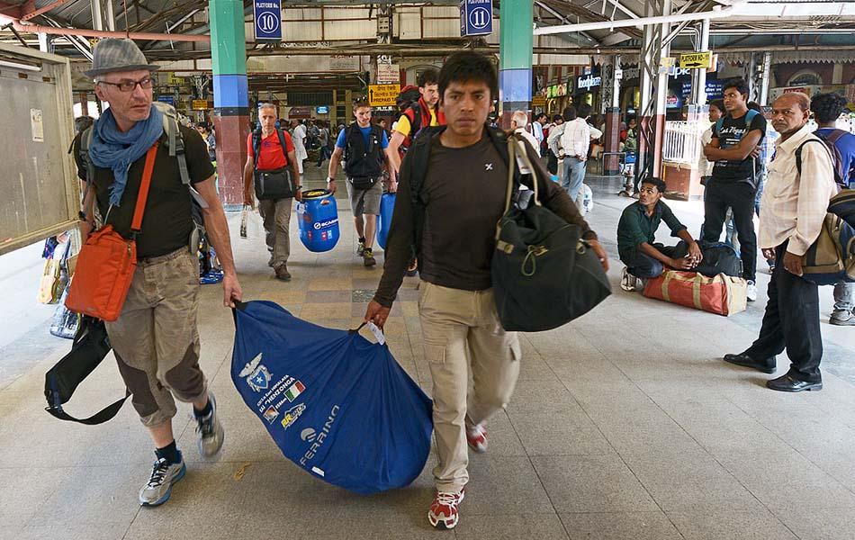 4. Arrivo alla Stazione di Calcutta (ph Enrico Ferri)