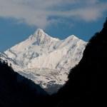 1. Dopo 5 giorni di cammino vediamo le nostre cime, tra cui il Zemu Peak, la cima del Kanchenzonga non ancora toccata da piede umano (ph E. Ferri – K2014.it)