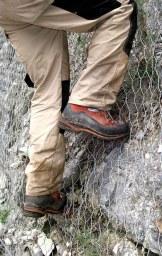 Rivestimento scarpata con reti metalliche (ph. Consorzio Triveneto Rocciatori)