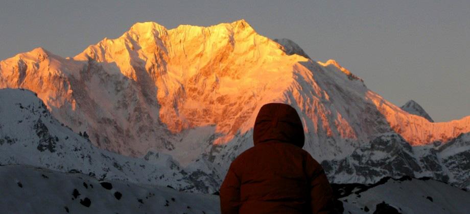 La parete est del Kanchenzonga. A sx la parte finale della Zemu Ridge. Di fronte, dietro l'osservatore, lo Sperone NE delle spedizioni tedesche di Paul Bauer