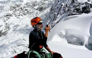 9. Alberto seduto sul vertiginoso Colle Sella (5440 m)