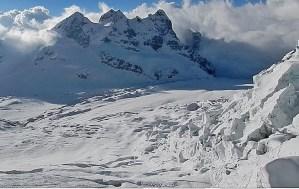 15. Le Tre Cime del South Simvo Glacier. Sarà salita la Cima Nord (Big Field Peak, toponimo proposto), quella di sinistra, con notevoli difficoltà per la cresta affilatissima e molto esposta