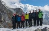 26. Foto di gruppo, con gli sherpa, presso il Goecha-La (4950 m). Alle nostre spalle il Kanchenzonga Sud