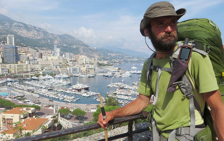 Ivan Peri al suo arrivo a Montecarlo dopo 80 giorni di cammino