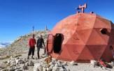La cima del Monte Amaro con il bivacco Mario Pelino