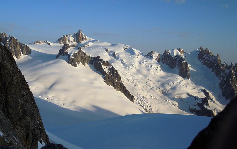 L'Aiguille du Midi vista lungo salita delle Marbrees (ph Claudio Loreto)