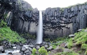 La cascata Svartifoss nel parco di Skaftafell, giovedì 24 luglio