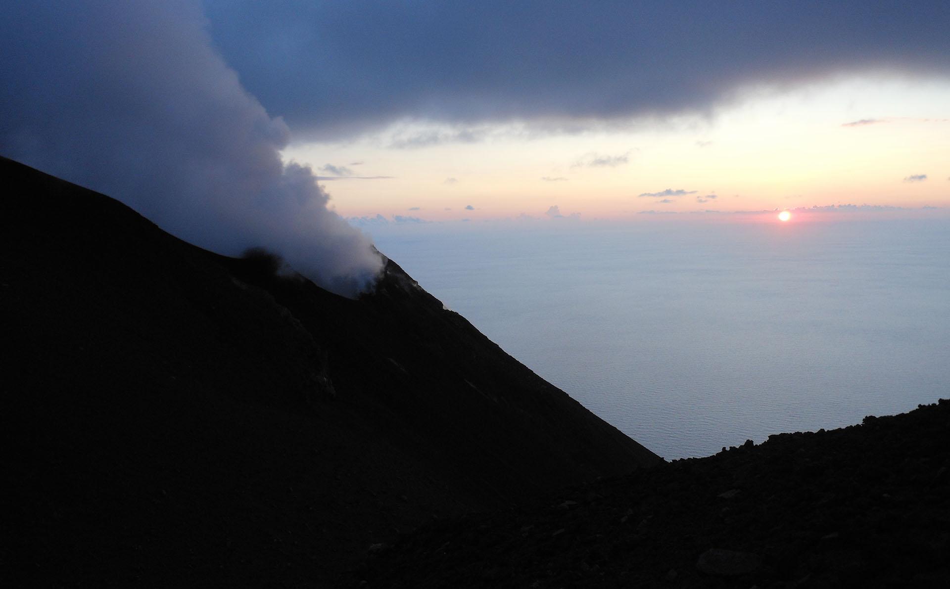 """Salita ad """"Iddu"""", il vulcano signore di Stromboli"""