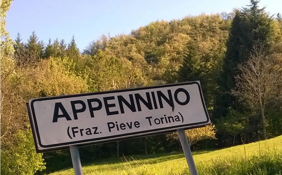 Il cartello che indica il paese di Appennino sopra Visso