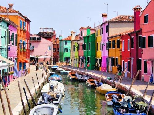 admire-the-colorful-homes-in-isola-di-burano