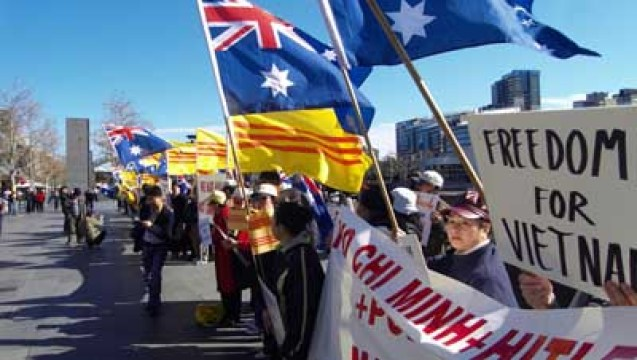 Image result for Melbourne: chống Đàm Vĩnh Hưng