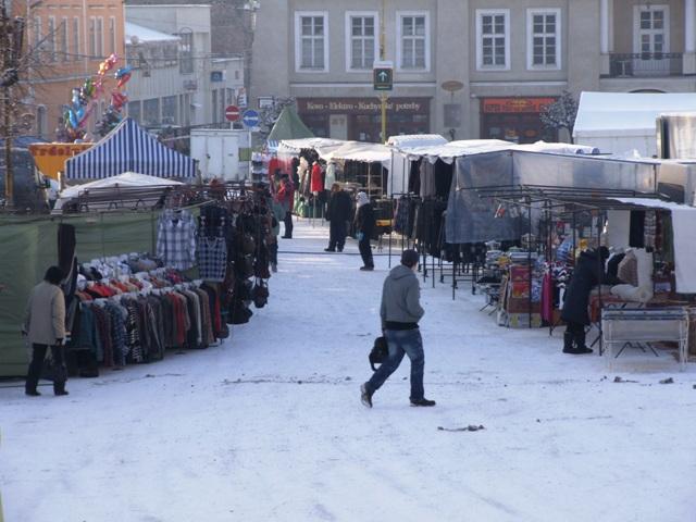 88b9425a0 Mesto Rožňava a Mestské divadlo Actores pozývajú na Vianočný trh, ktorý sa  koná na Námestí baníkov od nedele 18. decembra do utorka 20. decembra.