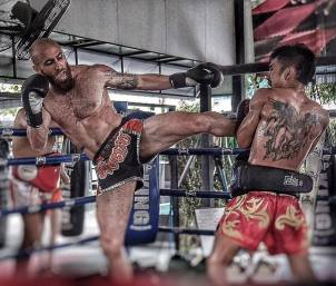 muay thai roundhouse kick sean fagan in thailand